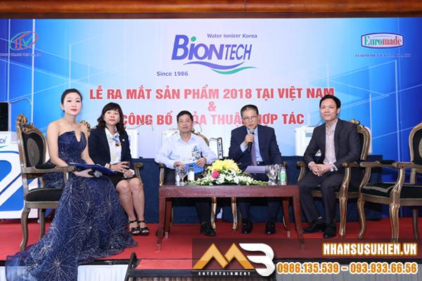 MC Khánh Vinh duyên dáng trong lễ ra mắt sản phẩm Biontech