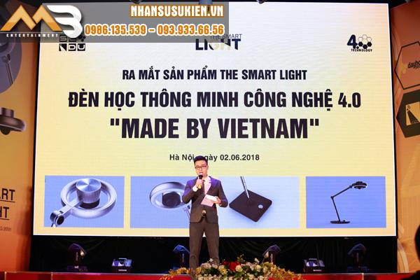Ra mắt sản phẩm Đèn học thông minh - MC Thiên Minh chinh phục 600 khách mời tham dự