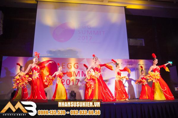Vũ đoàn EMMY gây ấn tượng với bạn bè quốc tế tại EGG SUMMIT 2017