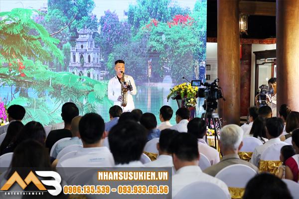 Tiếng kèn saxophone Anh Tuấn du dương - sâu lắng trong lễ ra mắt sách